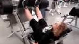 big dom fait son leg press 820 lbs à 15 ans