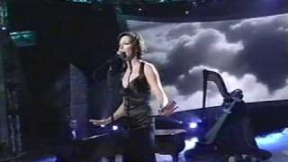 Martina McBride - Concrete Angel (LIVE)