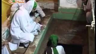 Miracle of Islam (Mufti Farooq Attari fresh) body in Grave even after 3 5 years