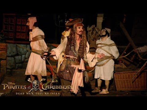 Xxx Mp4 Johnny Depp Surprises Fans As Captain Jack Sparrow At Disneyland 3gp Sex