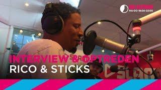 Rico & Sticks doen 'We zijn hier niet' [LIVE]