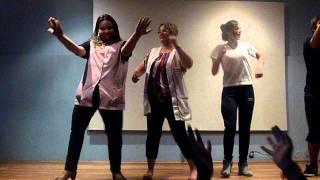 Professora Vanessa e Carina dançando funk- Jayme 2011