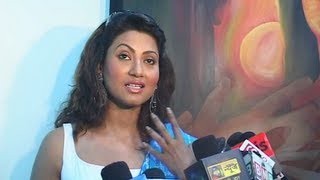 Nigaar Z Khan at a painting exhibition.flv