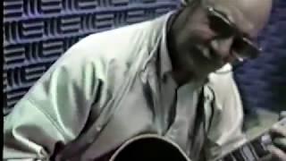 RARE -  Joe Pass playing Blues
