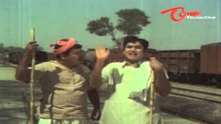 ANR Funny Scene With Padmanabham In Railway Station