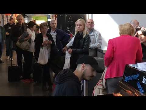 Boogie woogie piano Charleroi airport