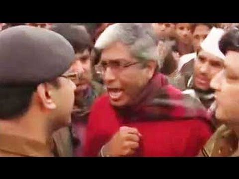 Xxx Mp4 AAP Leaders Shout At Cops Allege Supporters Are Being Detained Beaten Up 3gp Sex