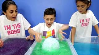 Kids Pretend Play Treasure Hunting for Surprise Toy in Gelli Baff!