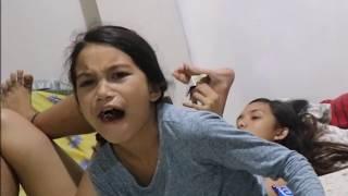 EATING FILIPINO SNACKS!!