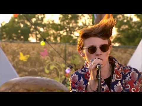 Download La Roux - Bulletproof [live Glastonbury '09]