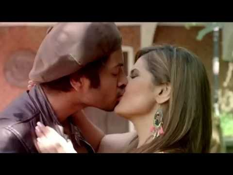Zarine Khan all hot and kissing scenes from Pyaar Maanga hai tumhi se song