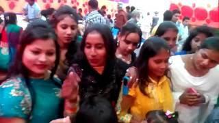 একি কান্ড বিয়ের আসরে জামাই এর রুমাল চুরি,