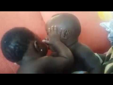 Watoto wadogo wakifanya mapenz hadharani