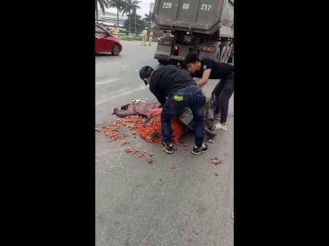 Tai nạn nghiêm trọng tai khu công nghiệp Quế Võ khiến 1 người phụ nữ tử vong tại chỗ   Xem vn