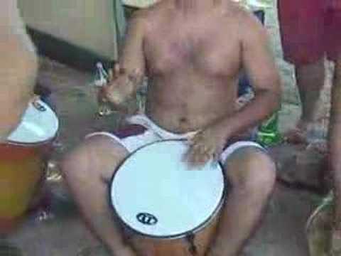 En los caracas gozando el tambor