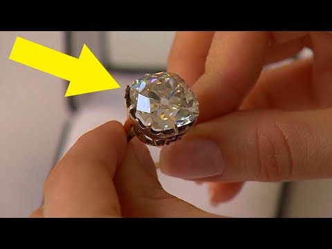 Woman Wears 13 Ring For 30 Years Looks Again And Realizes She's A Millionaire