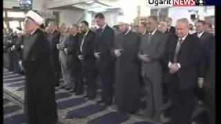 مضحك جداً - بشار الأسد وأتباعه لا يعرفون الصلاة