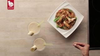 وصفتين بزبدة الفول السوداني ميلك شيك الموز وسلطة الدجاج الآسيوية