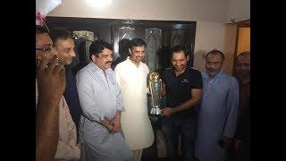 Mustafa Kamal reached Sarfaraz Ahmed residence to congratulate him on winning the Champions Trophy