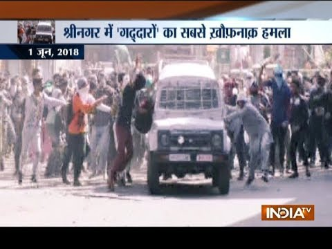 Xxx Mp4 CRPF Vehicle Attacked By Stone Pelters In Jammu And Kashmir S Srinagar 3gp Sex