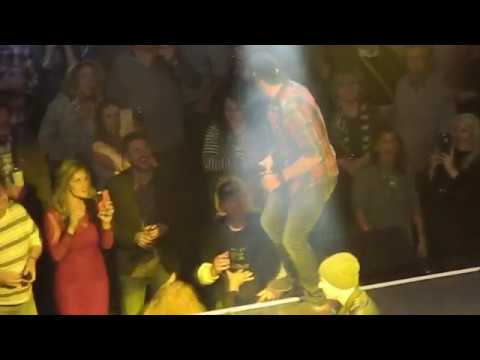 Luke Bryan Interacts with Man Flipping Him Off at Charlie Daniels Volunteer Jam