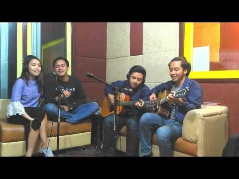 HIVI! - Merakit Perahu | Live Performance at #SoreSore 88.7FM iRadio Jogja