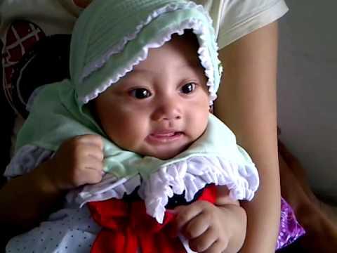Video bayi lucu 6 bulan (khanza) pake jilbab ketawa.3GP Video Lucu Bikin nGakak