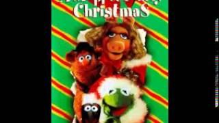 A Muppet Family Christmas - 10 - Carol Sing