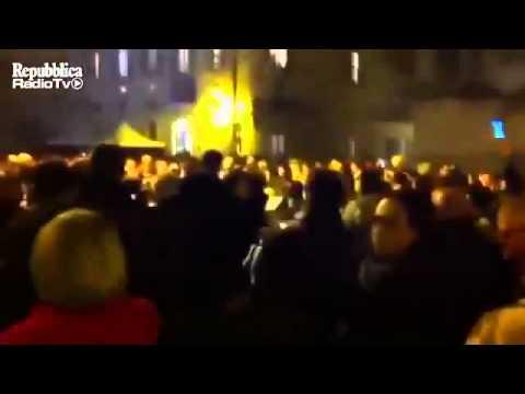 Xxx Mp4 BERLUSCONI A CASA Parte 3 Folla Festante Per Le Dimissioni Canta L Alleluja 3gp Sex