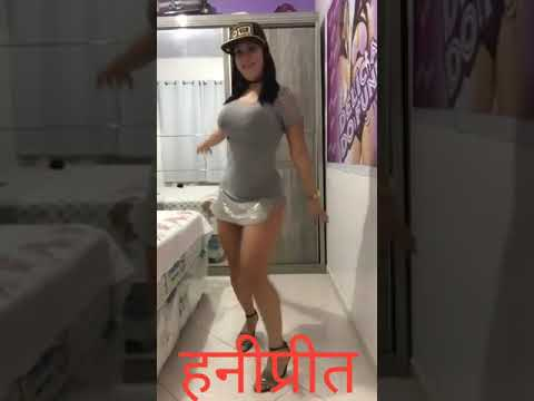 Saxy danc in dasi girl