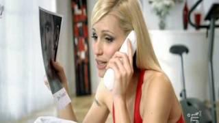 Spot Telecom con Michelle Hunziker che bacia John