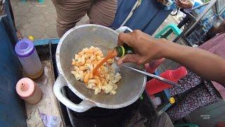 Greater Jakarta Street Food 1380 Part.1 MARKONAH Makaroni Kornet NgeunAH Warung Kaleng