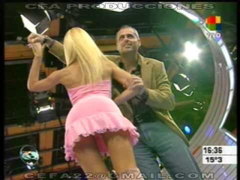 nazarena velez minifalda rosa