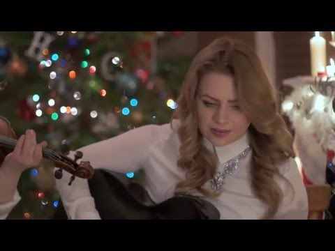 Cassie and Maggie MacDonald - Little Road To Bethlehem