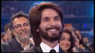 star guild award show sharukh khan salman khan dipika padukon retaish dashmukh  on stage