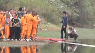 Shaolin monk runs atop water for 118 meters