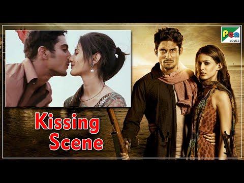Passionate Kissing scene Prateik Babbar & Amyra Dastur   Issaq   Hindi Romantic Movie