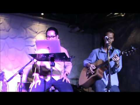 Yellow - Coldplay (Cover By Hippiecoke) Live @Maddox Town in town