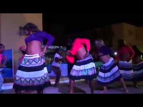Funny Fijian soldiers perform Desi girl