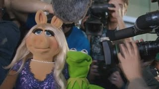Kermit and Miss Piggy get back together for a lunch date