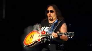 Ace Frehley's smoking guitar solo, Sept. 11, 2015