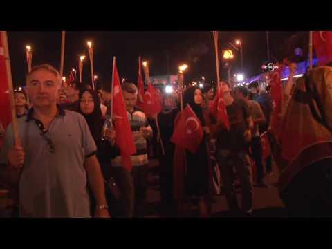 İstanbul'da binlerce kişi Boğaziçi Köprüsü'nde