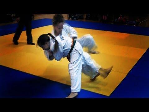 柔道少女 子供たちが柔道 Kids judo girl s winning fights throws ippons from age of 7 to age of 10