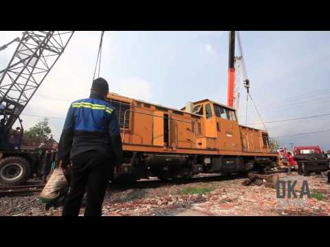 (Indonesian Railways) LUAR BIASA.! Proses Pemindahan loko DD5512.!