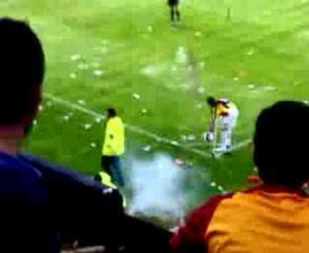 tümer metin pet şişe yağmuru gs fb maçı