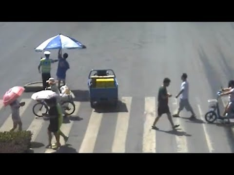Xxx Mp4 Delivery Man S Act Of Kindness Helps Traffic Officer Keep Cool In Hot Weather 3gp Sex