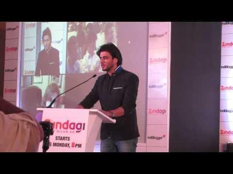 Imran Abbas singing Tum Hi Ho Meri Aashiqui at Indiblogger Zingadi Meet Mumbai
