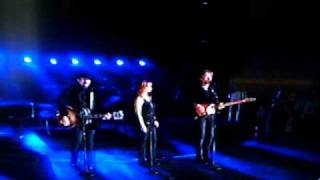 Reba with Brooks & Dunn Live *Cowgirls Don't Cry*