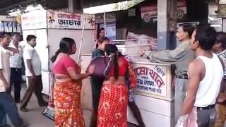 Women Fight|চুলোচুলি|Krishnanagar Railway Station|Fight For Position|JULIE|MALA|झगडा महिलाहरु