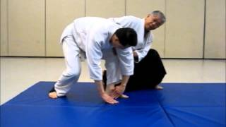 Instruction on Mae Ukemi (forward roll) with Unbendable Arm
